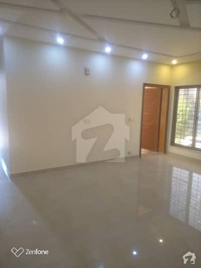 ایل ڈی اے ایوینیو لاہور میں 5 کمروں کا 10 مرلہ مکان 2.23 کروڑ میں برائے فروخت۔