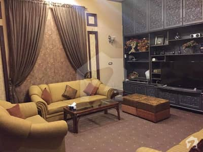 شیخ کالونی فیصل آباد میں 6 کمروں کا 11 مرلہ مکان 2.2 کروڑ میں برائے فروخت۔