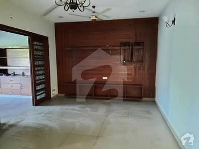 ایف ۔ 11 اسلام آباد میں 6 کمروں کا 1 کنال مکان 8 کروڑ میں برائے فروخت۔
