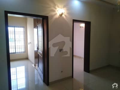 کینال ویلی مین کینال بینک روڈ لاہور میں 3 کمروں کا 5 مرلہ مکان 1.1 کروڑ میں برائے فروخت۔