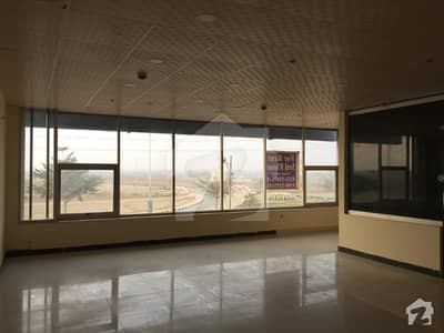 ڈی ایچ اے فیز 6 - مین بلیوارڈ ڈی ایچ اے فیز 6 ڈیفنس (ڈی ایچ اے) لاہور میں 1 کمرے کا 4 مرلہ دفتر 65 ہزار میں کرایہ پر دستیاب ہے۔