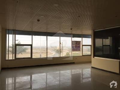 ڈی ایچ اے فیز 6 - مین بلیوارڈ ڈی ایچ اے فیز 6 ڈیفنس (ڈی ایچ اے) لاہور میں 1 کمرے کا 4 مرلہ دفتر 60 ہزار میں کرایہ پر دستیاب ہے۔