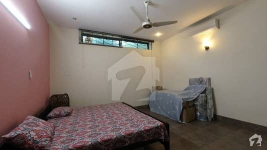 House Of 2 Kanal Available In Izmir Town
