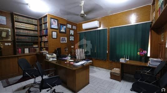شاہراہِ فیصل کراچی میں 3 مرلہ دفتر 1.25 کروڑ میں برائے فروخت۔