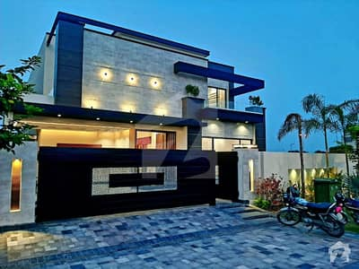 1 Kanal Stylish Brand New Bungalow Located At Prime Location Available For Sale