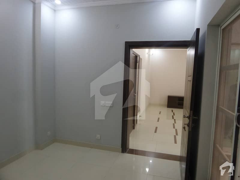 900  Square Feet Spacious Flat Is Available In G-6 For Rent