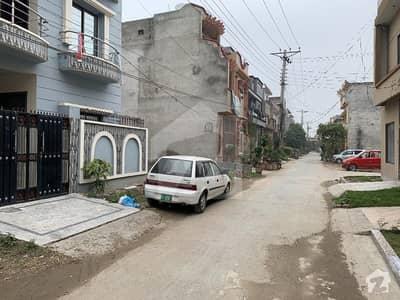 الرحمان گارڈن فیز 4 الرحمان گارڈن لاہور میں 4 کمروں کا 5 مرلہ مکان 88 لاکھ میں برائے فروخت۔