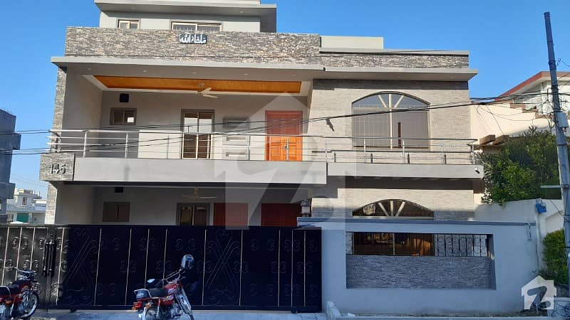 سی بی آر ٹاؤن فیز 1 سی بی آر ٹاؤن اسلام آباد میں 7 کمروں کا 14 مرلہ مکان 2.7 کروڑ میں برائے فروخت۔