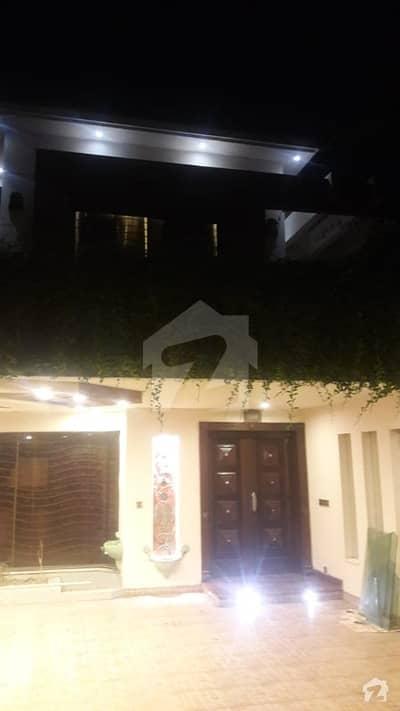 ڈی ایچ اے فیز 5 - بلاک ای فیز 5 ڈیفنس (ڈی ایچ اے) لاہور میں 5 کمروں کا 1 کنال مکان 2.8 لاکھ میں کرایہ پر دستیاب ہے۔