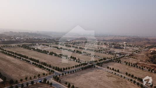 Stunning Location 6 Marla Central Commercial Plot for sale