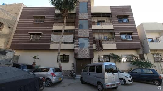 شہید ملت روڈ کراچی میں 4 کمروں کا 9 مرلہ بالائی پورشن 2 کروڑ میں برائے فروخت۔