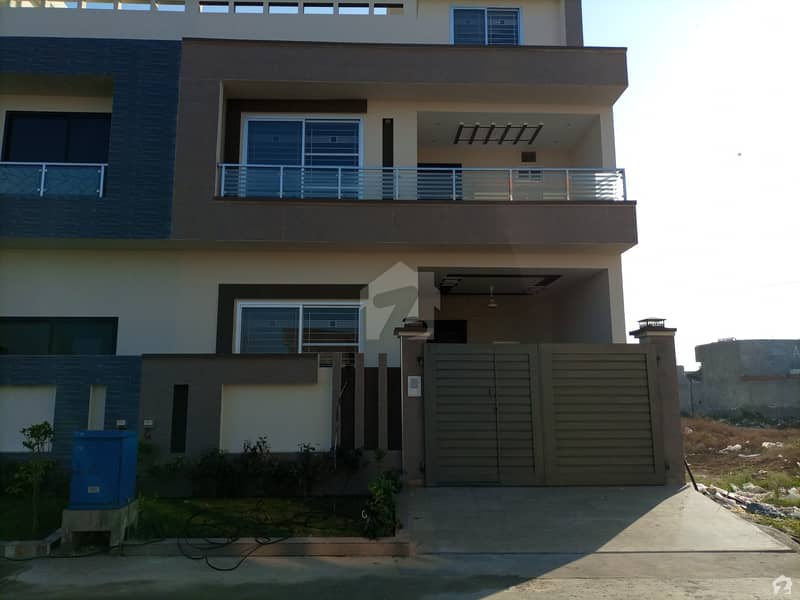 5 Marla House In Central DC Colony For Sale