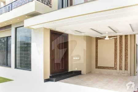 ڈی ایچ اے فیز 2 ڈیفنس (ڈی ایچ اے) لاہور میں 5 کمروں کا 1 کنال مکان 1.9 لاکھ میں کرایہ پر دستیاب ہے۔