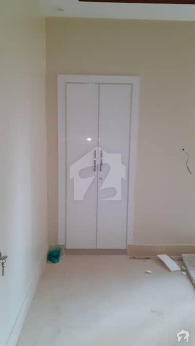 کلفٹن ۔ بلاک 5 کلفٹن کراچی میں 2 کمروں کا 5 مرلہ فلیٹ 2.15 کروڑ میں برائے فروخت۔
