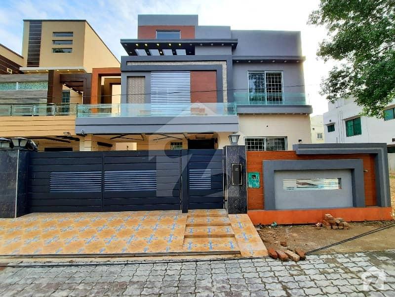 بحریہ ٹاؤن اقبال بلاک بحریہ ٹاؤن سیکٹر ای بحریہ ٹاؤن لاہور میں 5 کمروں کا 10 مرلہ مکان 2.48 کروڑ میں برائے فروخت۔