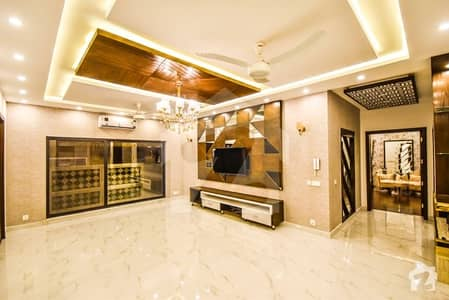 House Of 9000  Square Feet Available In Model Town