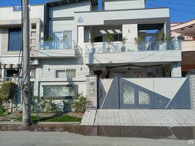 ڈی سی کالونی ۔ انڈس بلاک ڈی سی کالونی گوجرانوالہ میں 5 کمروں کا 10 مرلہ مکان 2.5 کروڑ میں برائے فروخت۔