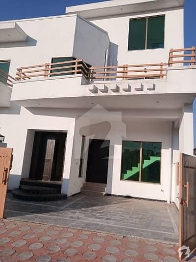 زرج سکیم ۔ سیکٹر بی زراج ہاؤسنگ سکیم اسلام آباد میں 9 کمروں کا 12 مرلہ مکان 1.2 لاکھ میں کرایہ پر دستیاب ہے۔