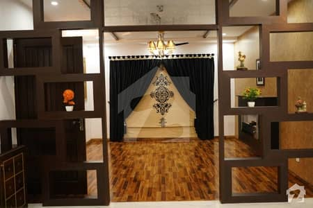 ڈی ایچ اے فیز 4 - بلاک ڈبل ای فیز 4 ڈیفنس (ڈی ایچ اے) لاہور میں 5 کمروں کا 10 مرلہ مکان 3.5 کروڑ میں برائے فروخت۔