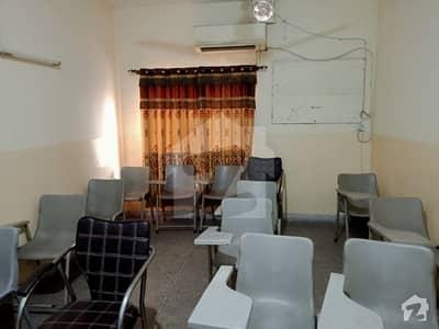 ڈی ایچ اے فیز 2 - بلاک ٹی فیز 2 ڈیفنس (ڈی ایچ اے) لاہور میں 4 مرلہ فلیٹ 40 ہزار میں کرایہ پر دستیاب ہے۔