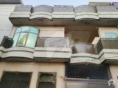 ارباب سبز علی خان ٹاؤن ورسک روڈ پشاور میں 6 کمروں کا 5 مرلہ مکان 33 ہزار میں کرایہ پر دستیاب ہے۔