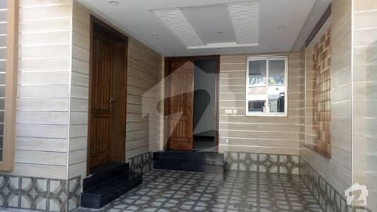 بحریہ ٹاؤن جناح بلاک بحریہ ٹاؤن سیکٹر ای بحریہ ٹاؤن لاہور میں 3 کمروں کا 5 مرلہ مکان 1.3 کروڑ میں برائے فروخت۔