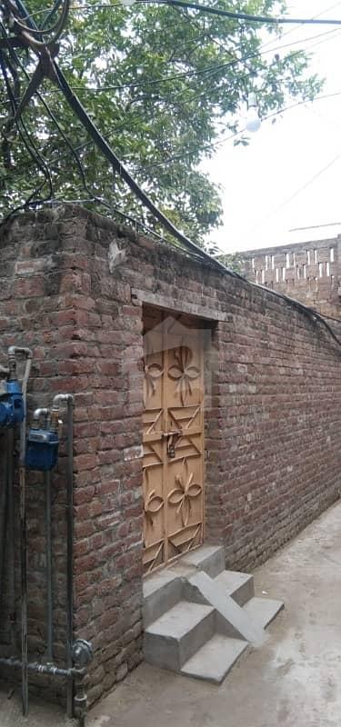 عوامی روڈ ڈسکہ میں 2 کمروں کا 4 مرلہ مکان 23 لاکھ میں برائے فروخت۔