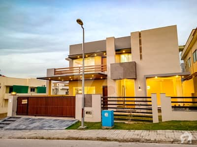 One Kanal Designers Home Available For Sale