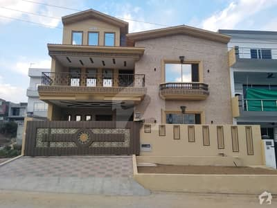 In G-13 3204 Square Feet House For Sale