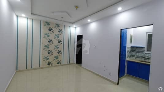 Flat Of 350 Square Feet In Johar Town For Sale