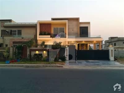 واپڈا ٹاؤن لاہور میں 5 کمروں کا 1 کنال مکان 5 کروڑ میں برائے فروخت۔