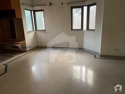 ماڈل ٹاؤن ۔ بلاک اے ماڈل ٹاؤن لاہور میں 3 کمروں کا 1 کنال بالائی پورشن 70 ہزار میں کرایہ پر دستیاب ہے۔
