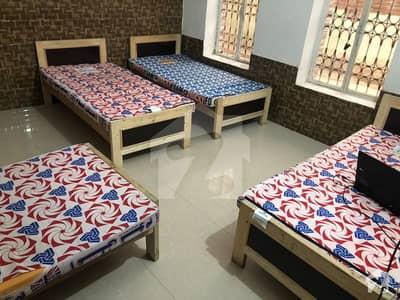 گلبرگ لاہور میں 1 کمرے کا 1 مرلہ کمرہ 9 ہزار میں کرایہ پر دستیاب ہے۔