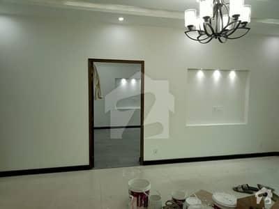ڈی ایچ اے فیز 4 ڈیفنس (ڈی ایچ اے) لاہور میں 5 کمروں کا 10 مرلہ مکان 1.1 لاکھ میں کرایہ پر دستیاب ہے۔