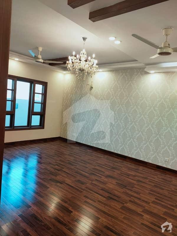 ڈی ایچ اے فیز 7 ڈی ایچ اے کراچی میں 5 کمروں کا 12 مرلہ مکان 7 کروڑ میں برائے فروخت۔
