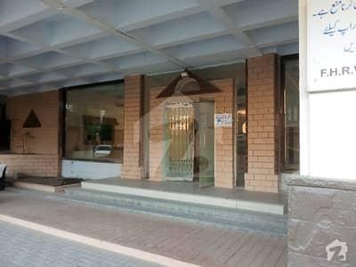 کلفٹن کراچی میں 2 کمروں کا 7 مرلہ بالائی پورشن 65 ہزار میں کرایہ پر دستیاب ہے۔