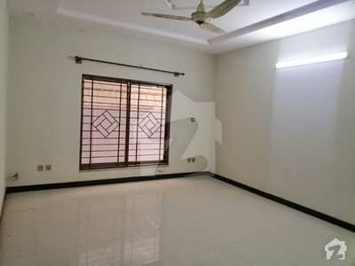 نیشنل پولیس فاؤنڈیشن او ۔ 9 اسلام آباد میں 7 کمروں کا 1 کنال مکان 3.2 کروڑ میں برائے فروخت۔