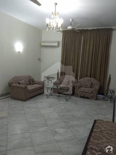 کینٹ لاہور میں 8 کمروں کا 2 کنال مکان 18.5 کروڑ میں برائے فروخت۔