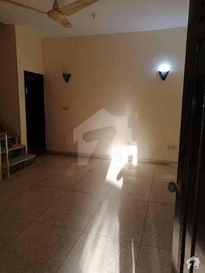 باتھ آئی لینڈ کراچی میں 4 کمروں کا 12 مرلہ مکان 1.5 لاکھ میں کرایہ پر دستیاب ہے۔