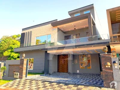 Designer 5 Bed 1 Kanal Corner House For Sale