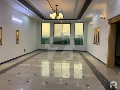 حیات آباد فیز 7 حیات آباد پشاور میں 11 کمروں کا 1 کنال مکان 7.3 کروڑ میں برائے فروخت۔