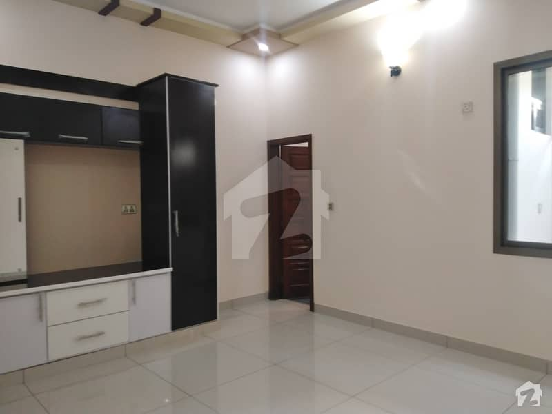 سادی ٹاؤن - بلاک 5 سعدی ٹاؤن سکیم 33 کراچی میں 6 کمروں کا 10 مرلہ مکان 2.8 کروڑ میں برائے فروخت۔