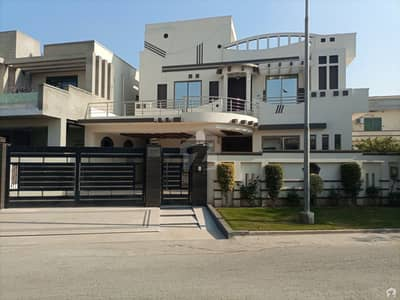 ڈی سی کالونی - نیلم بلاک ڈی سی کالونی گوجرانوالہ میں 5 کمروں کا 18 مرلہ مکان 4.5 کروڑ میں برائے فروخت۔