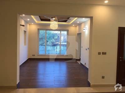 ایف ۔ 11 اسلام آباد میں 5 کمروں کا 9 مرلہ مکان 5.5 کروڑ میں برائے فروخت۔