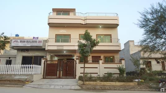 جناح گارڈنز فیز 1 جناح گارڈنز ایف ای سی ایچ ایس اسلام آباد میں 5 کمروں کا 4 مرلہ مکان 1.2 کروڑ میں برائے فروخت۔