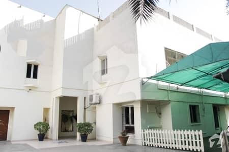 کلفٹن ۔ بلاک 9 کلفٹن کراچی میں 3.43 کنال مکان 34 کروڑ میں برائے فروخت۔