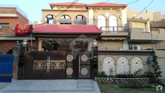 جوہر ٹاؤن فیز 1 - بلاک بی3 جوہر ٹاؤن فیز 1 جوہر ٹاؤن لاہور میں 5 کمروں کا 12 مرلہ مکان 3.6 کروڑ میں برائے فروخت۔
