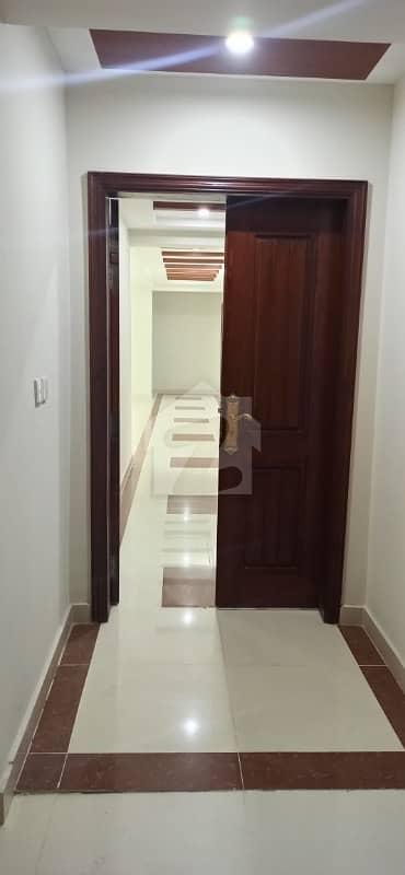 عسکری 11 ۔ سیکٹر بی اپارٹمنٹس عسکری 11 عسکری لاہور میں 3 کمروں کا 10 مرلہ فلیٹ 1.63 کروڑ میں برائے فروخت۔