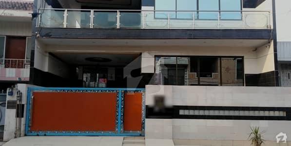 علامہ اقبال ٹاؤن لاہور میں 6 کمروں کا 10 مرلہ مکان 3.5 کروڑ میں برائے فروخت۔