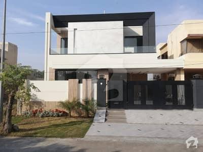 ڈی ایچ اے فیز 8 سابقہ ایئر ایوینیو ڈی ایچ اے فیز 8 ڈی ایچ اے ڈیفینس لاہور میں 4 کمروں کا 10 مرلہ مکان 3.35 کروڑ میں برائے فروخت۔